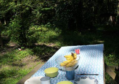 buiten eten in het bos